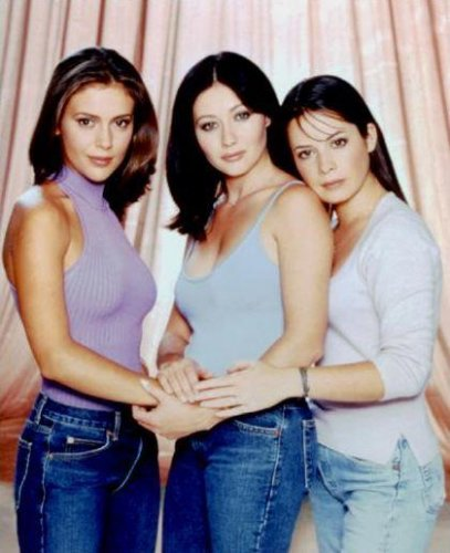 Piper (Holly Marie Combs) and